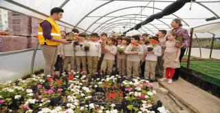 Aydınlı Öğrencilerden büyükşehrin çiçek üretim sahasına ziyaret