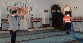 Osmangazideki Camilerde Ramazan Temizliği