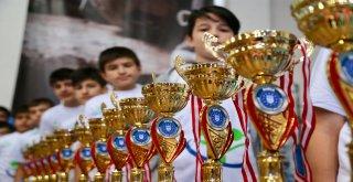 Bursa Büyükşehir'in Okul Sporları Etkinliklerinde Ödül Heyecanı