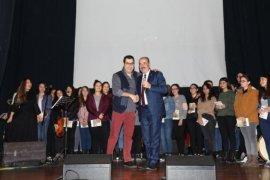 Enver Aysever, ''kır çiçekleri'' ile sahnede