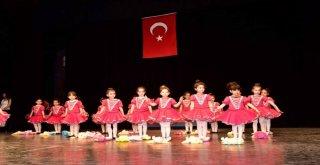 Minikler,' Türkiyem Gösterisi'yle Coşku Yaşattı