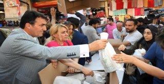 Başkan Dündar, Çarşıda İftariyelik Dağıttı
