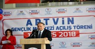 Artvin Gençlik Merkezi, düzenlenen törenle hizmete açıldı.