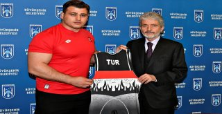 Şampiyonlardan Başkan Tuna'ya Ziyaret