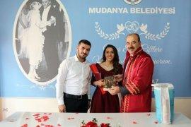Başkan Türkyılmaz,gençlerin mutluluğuna ortak oldu.