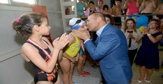 Büyükşehir'den 30 Bin Çocuğa Yüzme Eğitimi