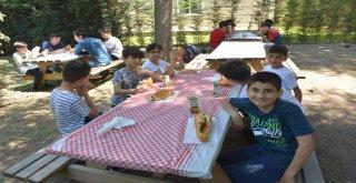 Büyükşehir'e emanet çocuklar piknikte
