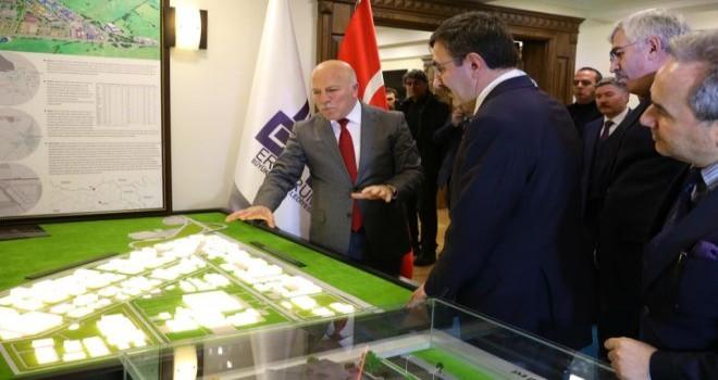 Başkan Sekmen'e ekonomi övgüsü  geldi.