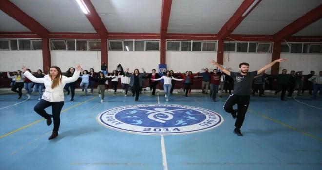 Büyükşehir halk dansları sezonu açtı