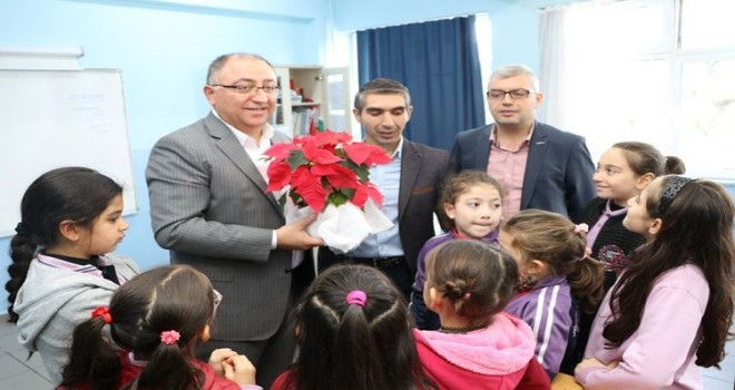 Başkanı Salman, Öğretmen Yusuf Ziya İlkokulu öğrencilerine Yalova'yı anlattı.