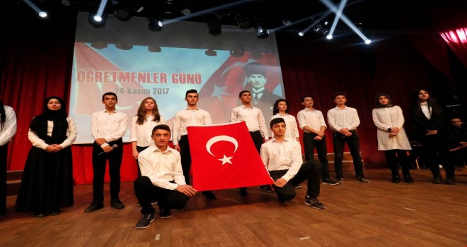 Başkan Cafer Özdemir Öğretmenler Günü Kutlama Programına Katıldı
