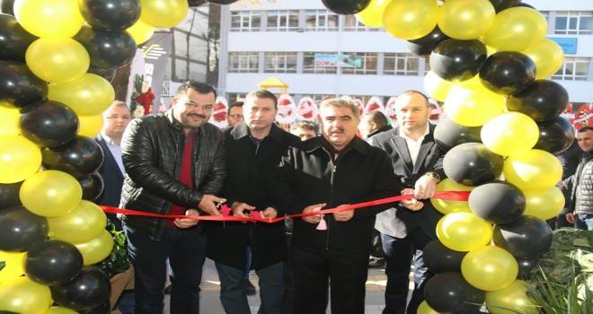 Başkan Özdemir ,kurdelesini kesti