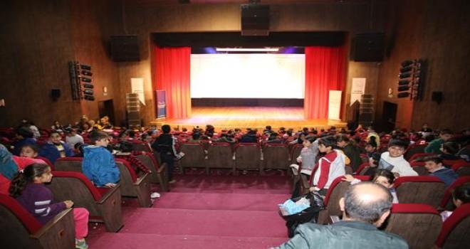 Batman Belediyesi'nden  çocuklara sinema şenliği
