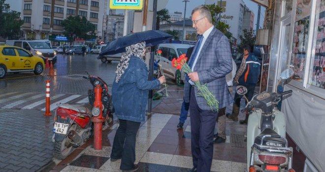 """Başkan Özkan'dan 'Dünya Kadınlar Günü'nde """"her kadın bir çiçektir"""" mesajı"""