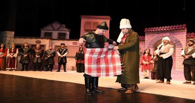 Başkent Tiyatrosu Oyuncuları Peştamal Kuşandı.