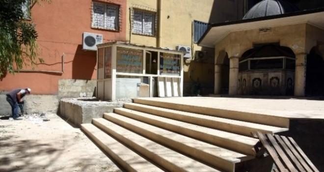 Tarihi Ot Pazarı Camininin Çevresinde Yenileme Çalışması Başlatıldı