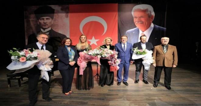 İsmet Sezgin'in heykeli  törenle  açıldı