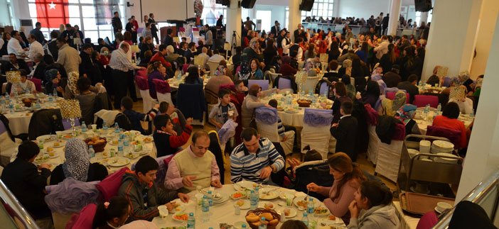 Ankara İl Başkanlığı'ndan engelli ve ailelerine yemek