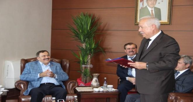 Başkan Akdemir, Bakan Eroğlu'na proje dosyası sundu.