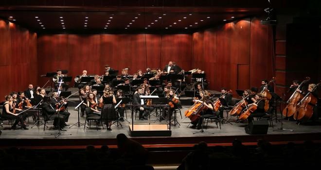 Senfoni Orkestrası çocuklar için sahne aldı.