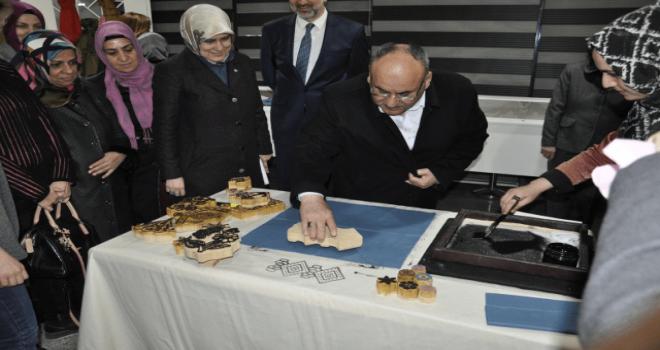 Başkan Hasan Can 'Geçmişten Fısıldayan Yazmalar' Adlı Sergiyi Gezdi